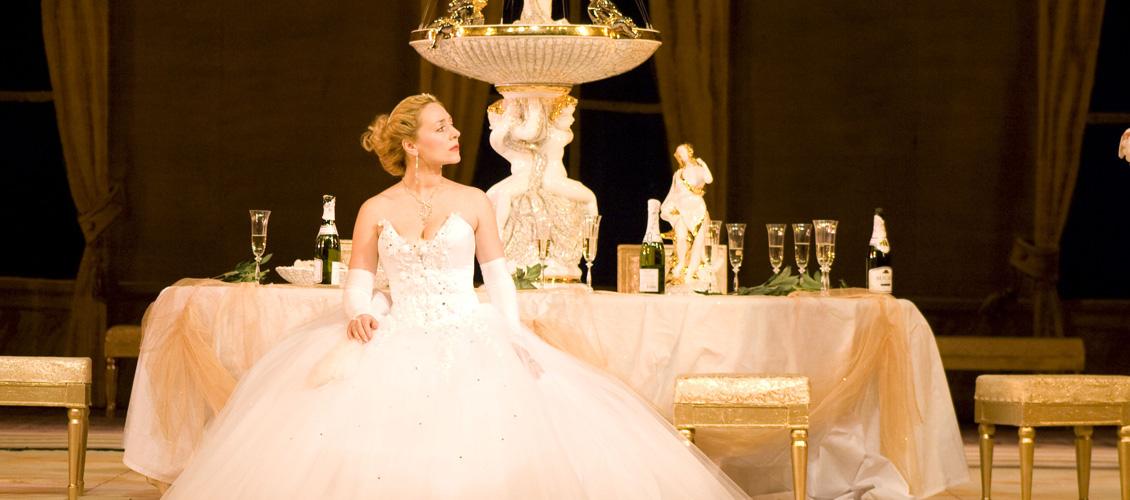 La Traviata: An Ellen Kent Production