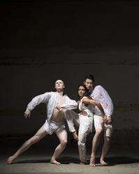 Conor Kerrigan, Aishwarya Raut, Hua Han (wearing COTTWEILER) (c) Nicolas Guttridge and Benoit Swan Pouffer