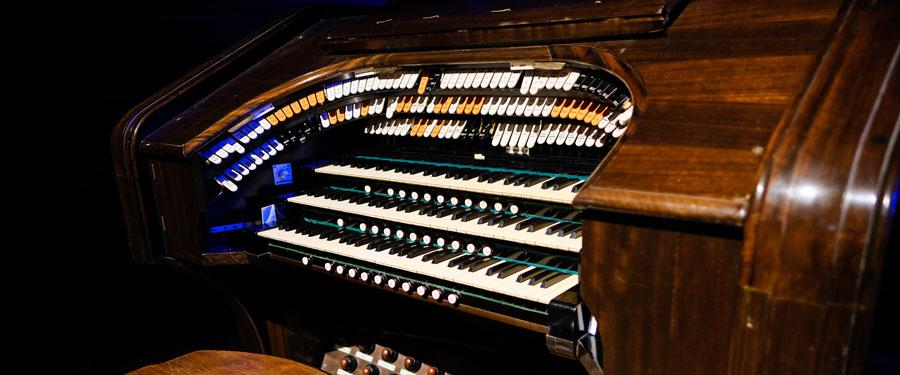 Compton Organ console